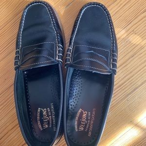 Weejuns Black Leather Penny Loafers